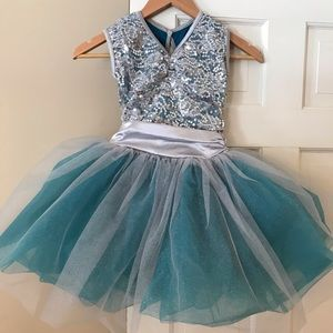 Gorgeous Dance Costume with hair clip